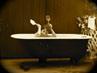 Auch Osterhasen müssen mal ein Bad nehmen. Natürlich nur in märchenhaft schönen Romantikwannen.