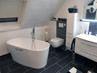 Kleines Badezimmer mit der freistehenden Badewanne Bellagio