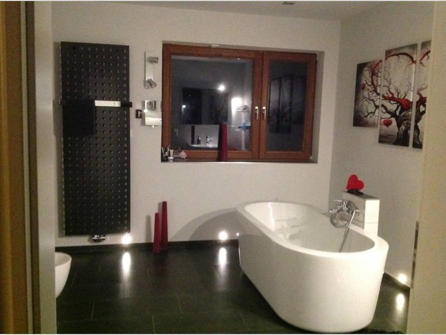 Badezimmer mit der freistehenden Badewanne Almeria 168