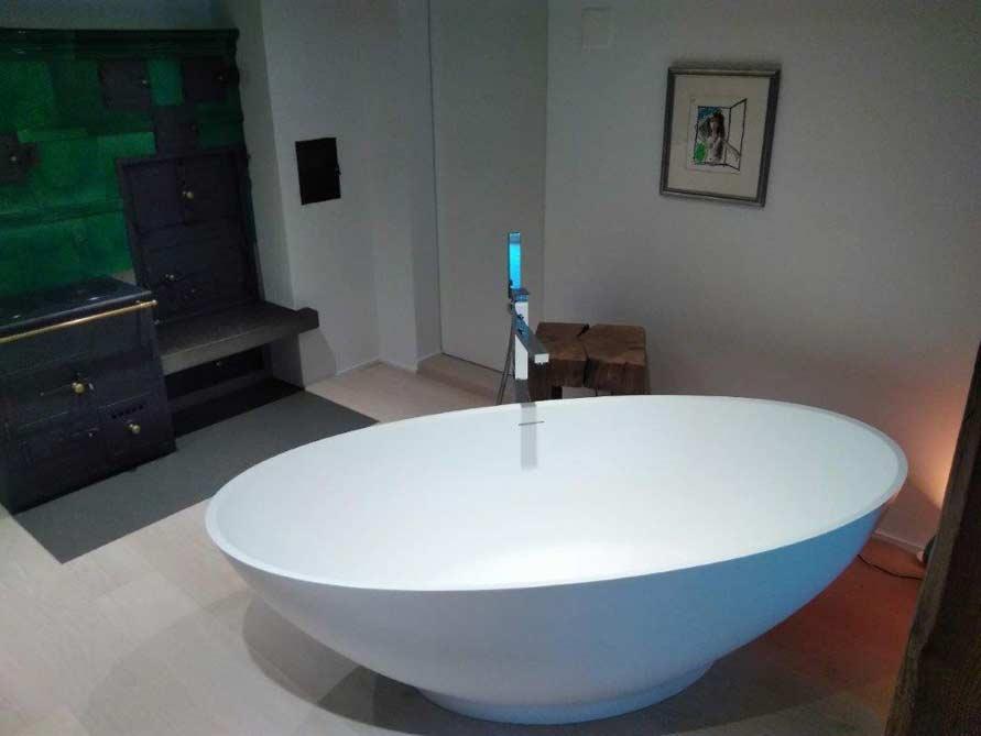Badezimmer-Idee mit der freistehenden Badewanne Barletta
