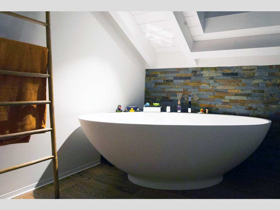 Badezimmer Ideen Mit Freistehende Badewanne Barletta Aus Mineralguss