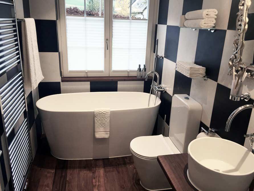 badezimmer ideen mit freistehende badewanne bellagio aus mineralguss. Black Bedroom Furniture Sets. Home Design Ideas