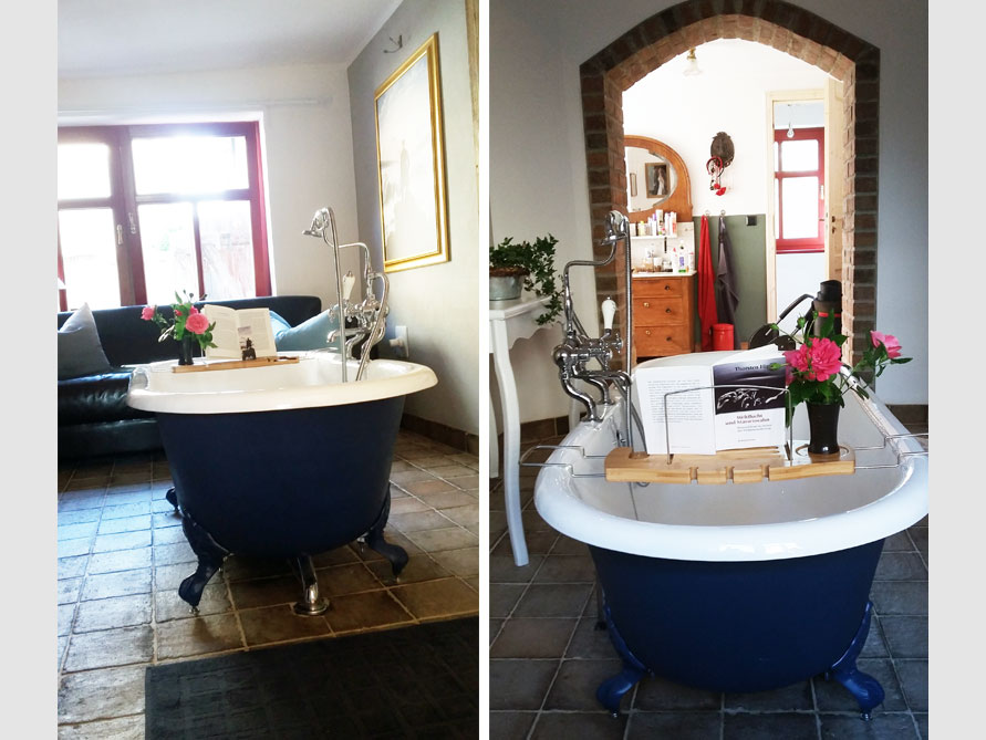 Badezimmer mit der freistehenden Badewanne Bradford