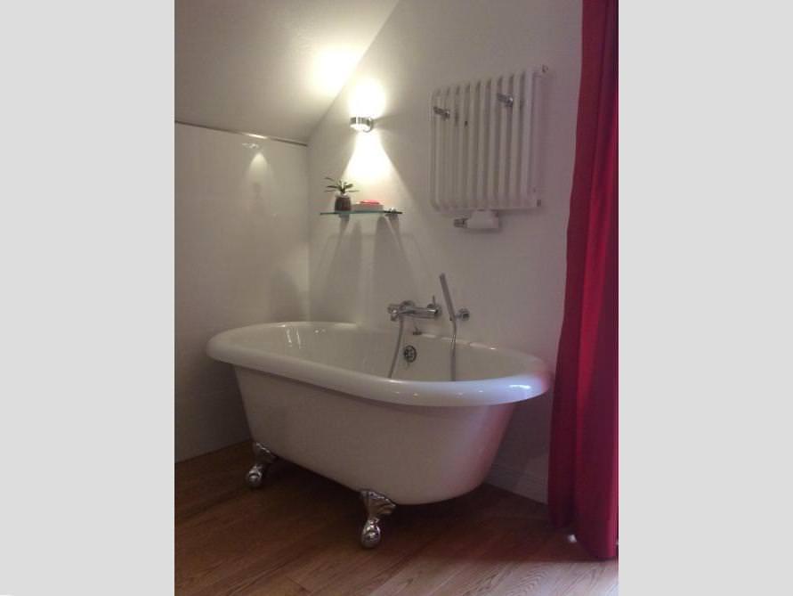 Badezimmer mit der freistehenden Badewanne Cambridge