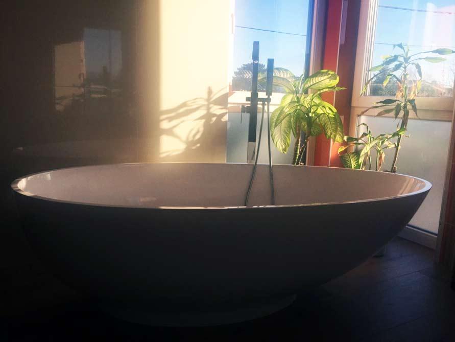 badezimmer idee campione freistehenden badewanne exotik design. Black Bedroom Furniture Sets. Home Design Ideas