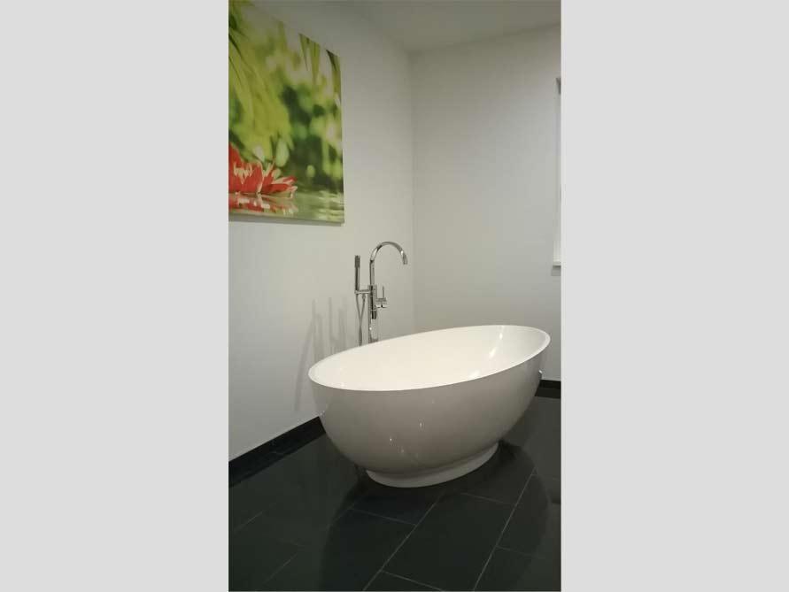 Badezimmer ideen mit der freistehenden badewanne campione for Badezimmer ideen mit badewanne