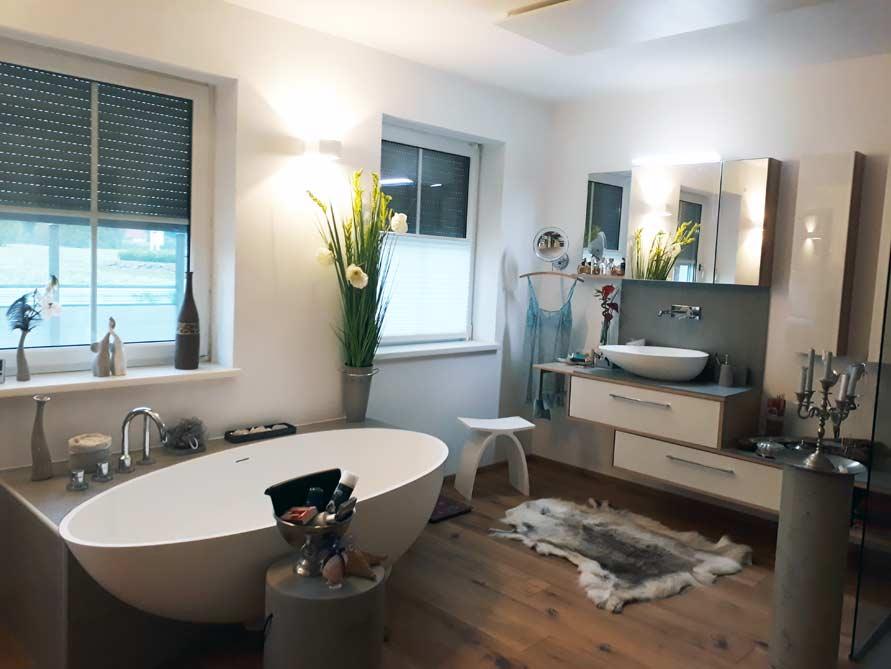 badezimmer ideen mit freistehende badewanne campione aus mineralguss aufsatzbecken cesano. Black Bedroom Furniture Sets. Home Design Ideas