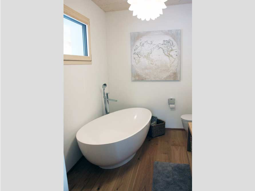 Badezimmer-Idee mit der freistehenden Badewanne Campione