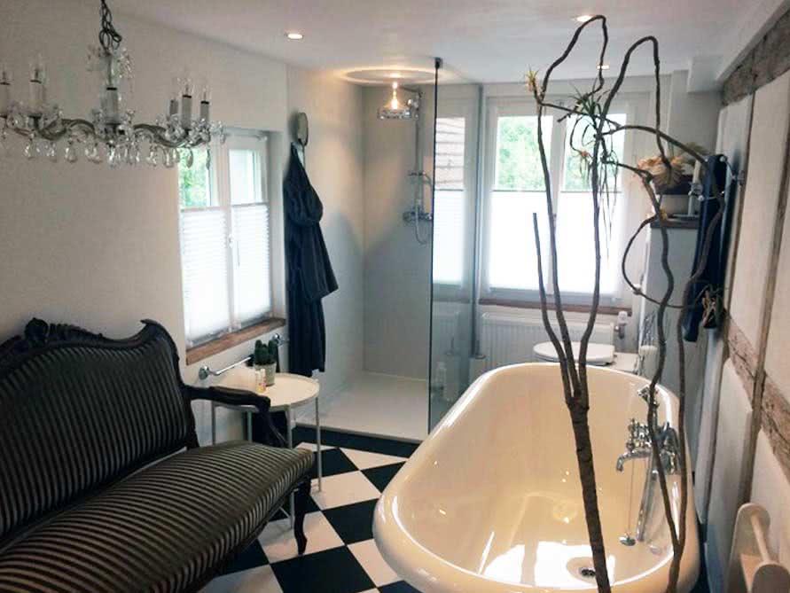 Badezimmer-Idee mit der freistehenden Nostalgie Badewanne Carlton 175