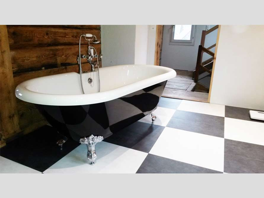 Badezimmer-Idee mit der freistehenden Nostalgie Badewanne Carlton Black