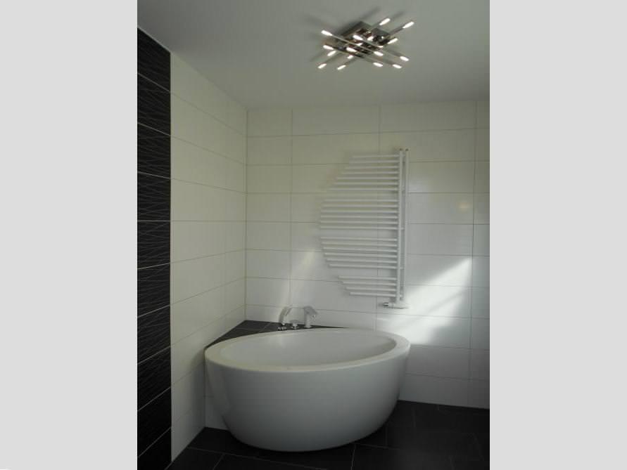 Badezimmer-Idee mit der freistehenden Badewanne Cartagena Piccolo