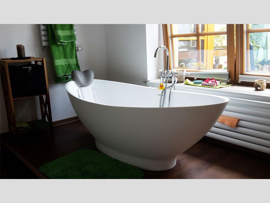 badezimmer idee como freistehenden badewanne aussicht wasser. Black Bedroom Furniture Sets. Home Design Ideas