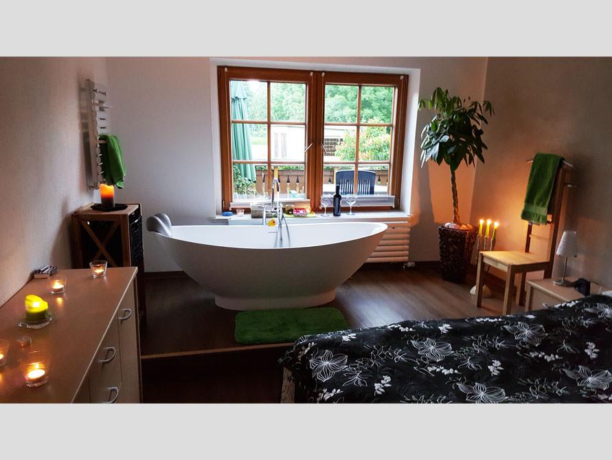 badezimmer idee como freistehenden badewanne rundum wohlf hl oase schlafbadzimmer. Black Bedroom Furniture Sets. Home Design Ideas