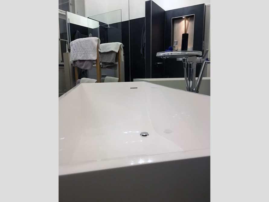 Badezimmer ideen mit der freistehenden badewanne firenze for Badezimmer ideen mit badewanne