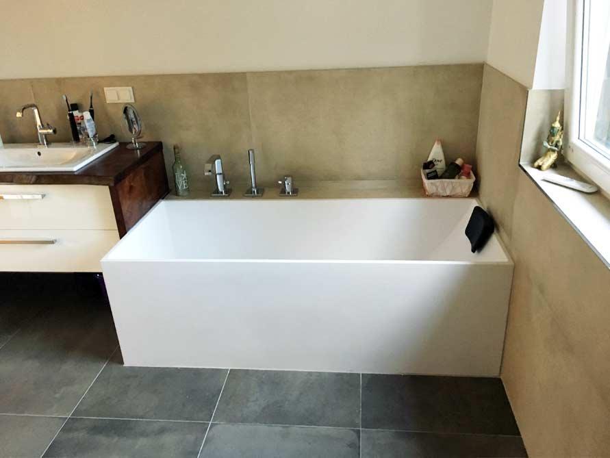 Badezimmer ideen mit freistehende badewanne firenze aus for Badezimmer mit badewanne
