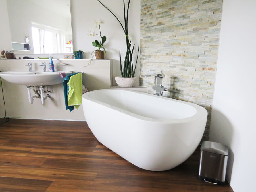badezimmer idee gandia medio freistehenden badewanne grandia grande. Black Bedroom Furniture Sets. Home Design Ideas