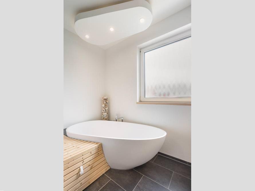 Badezimmer idee luino freistehenden badewanne xxl for Badezimmer xxl