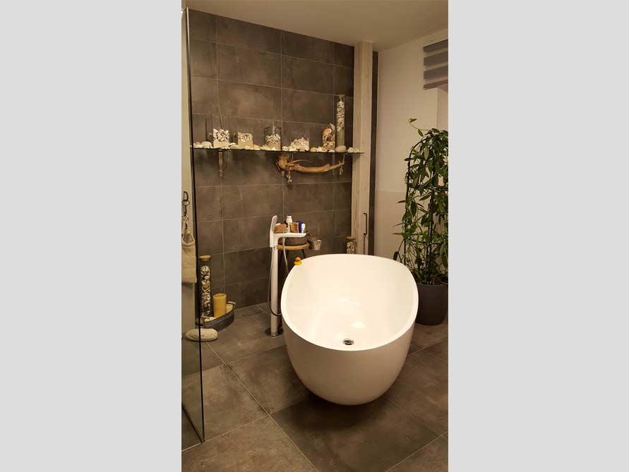 Badezimmer ideen mit der freistehenden badewanne luino for Badezimmer ideen mit badewanne