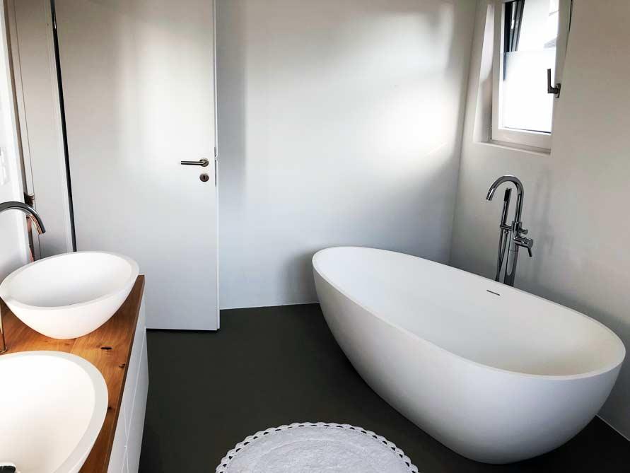 Badezimmer-Ideen mit der freistehenden Badewanne Luino