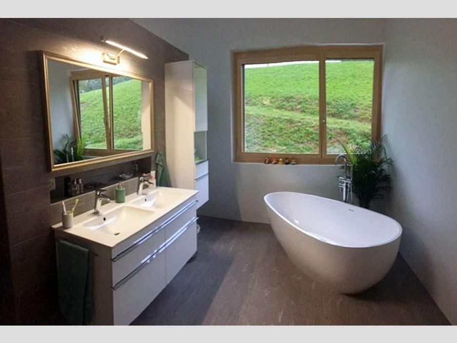 Badezimmer ideen mit der freistehenden badewanne luino grande for Badezimmer ideen mit badewanne