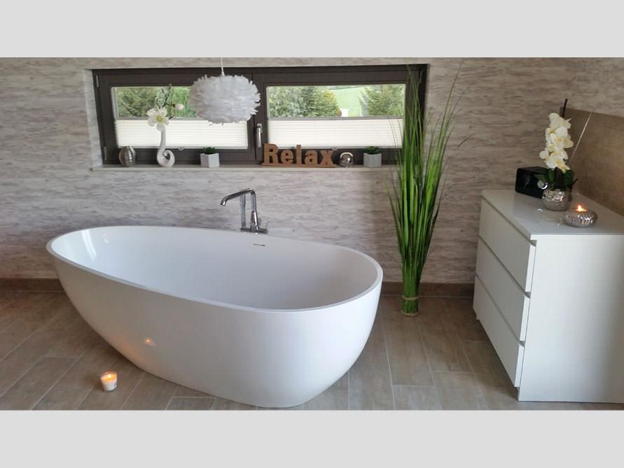Badezimmer ideen mit der freistehenden badewanne luino grande for Badezimmer badewanne