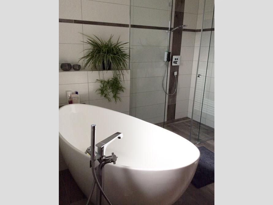 badezimmer idee novara freistehenden badewanne wirkung palmengew chs. Black Bedroom Furniture Sets. Home Design Ideas