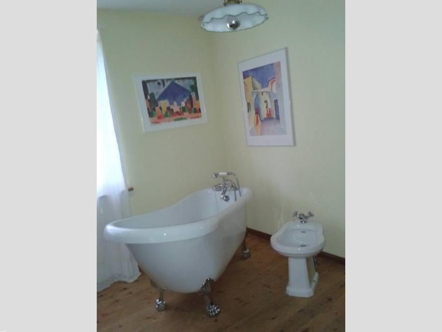 Badezimmer-Idee mit der freistehenden Nostalgie Badewanne Oldham