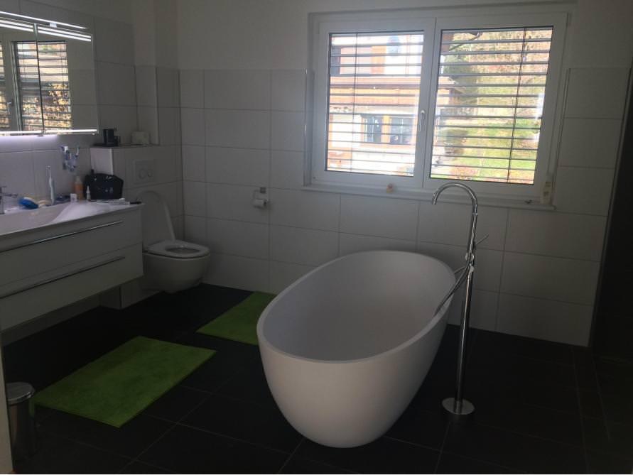 badezimmer idee piemont freistehenden badewanne kacheln fliesen. Black Bedroom Furniture Sets. Home Design Ideas