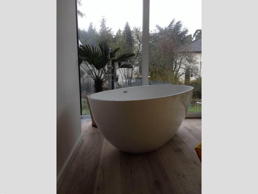 Badezimmer idee piemont freistehenden badewanne garten blick - Badewanne im garten ...