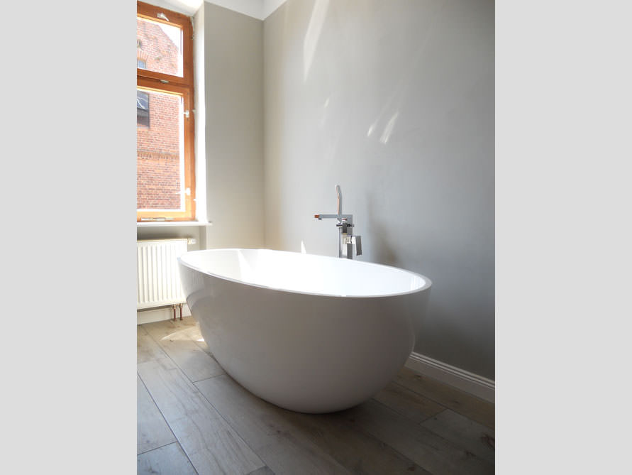 badezimmer idee piemont freistehenden badewanne design altbaus. Black Bedroom Furniture Sets. Home Design Ideas