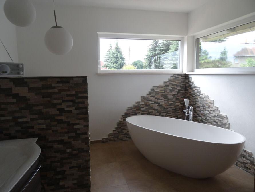 Badezimmer idee piemont freistehenden badewanne for Badezimmer wanddekoration