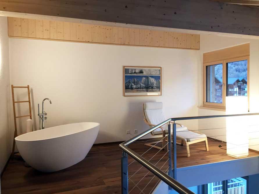 Kundenbad mit der freistehenden Badewanne Piemont
