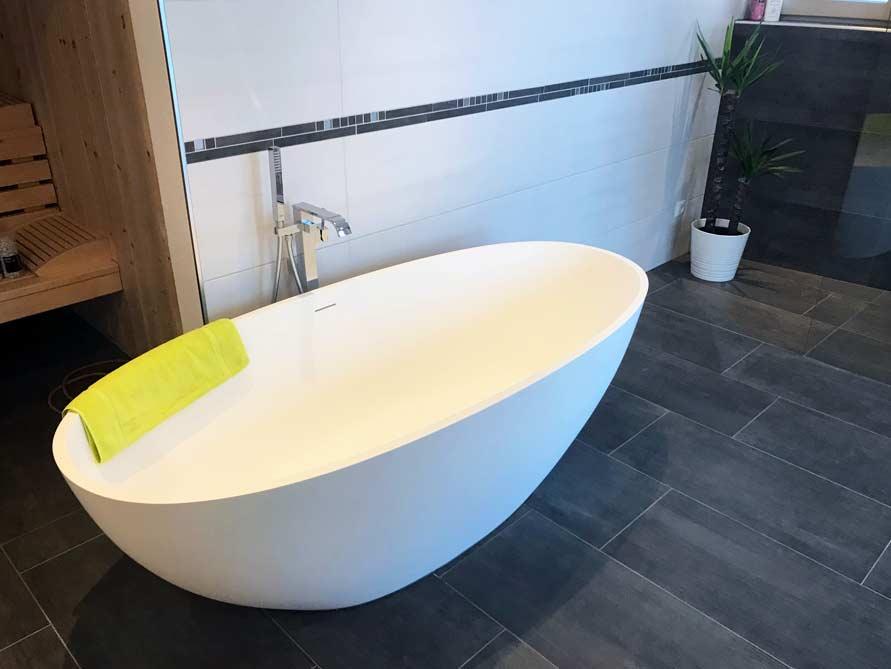 Badezimmer-Idee mit der freistehenden Badewanne Piemont