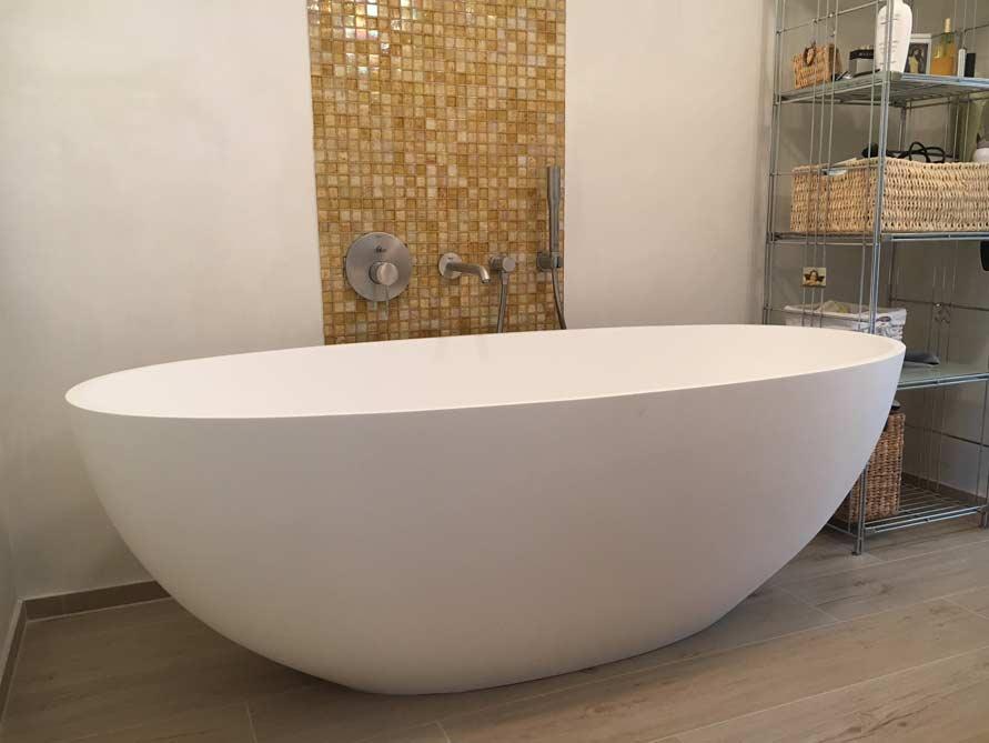 Badezimmer ideen mit der freistehenden badewanne piemont medio for Badezimmer ideen mit badewanne