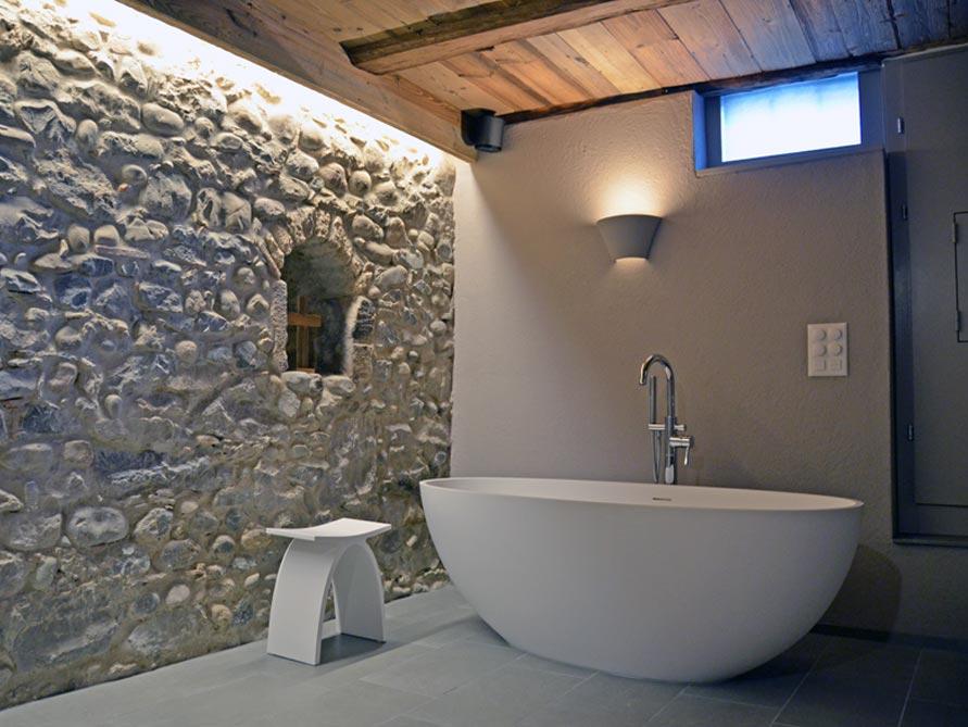badezimmer ideen mit freistehende badewanne piemont medio aus mineralguss zubeh r pianoro hocker. Black Bedroom Furniture Sets. Home Design Ideas