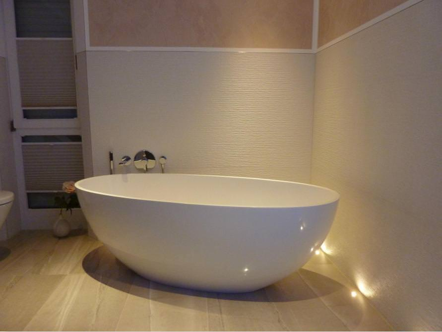 badezimmer idee piemont medio freistehenden badewanne piemont mineralguss. Black Bedroom Furniture Sets. Home Design Ideas