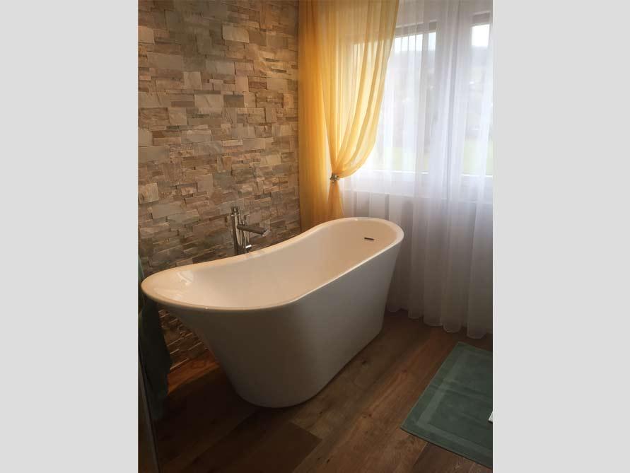 Badezimmer-Idee mit der freistehenden Badewanne Saragossa