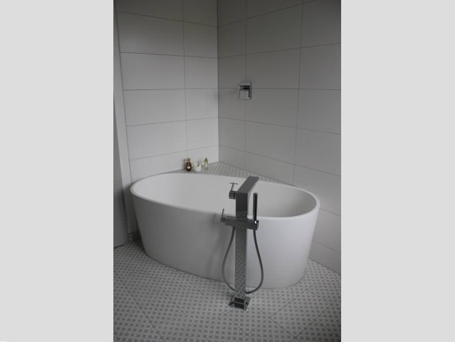 Badezimmer-Idee mit der freistehenden Badewanne Varese