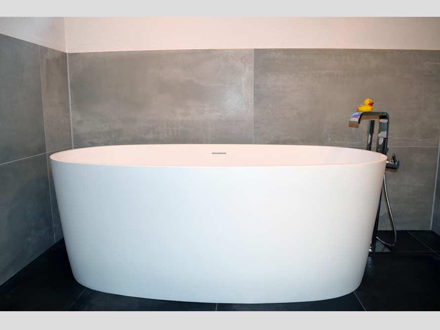 badezimmer ideen mit freistehende badewanne varese aus mineralguss. Black Bedroom Furniture Sets. Home Design Ideas