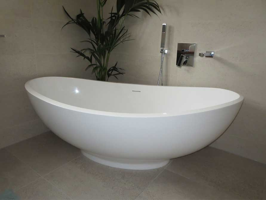 Badezimmer ideen mit der freistehenden badewanne vicenza for Badezimmer mit badewanne