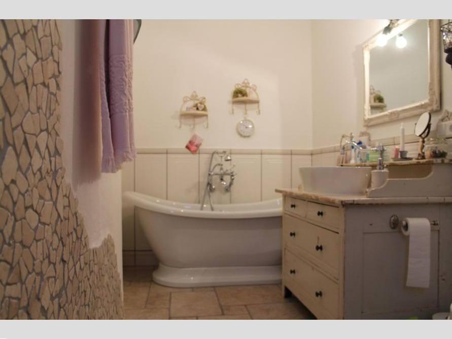 Badezimmer ideen mit freistehende nostalgie badewanne for Badezimmer mit badewanne