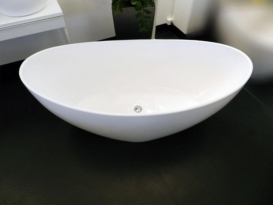freistehende badewanne novara aus mineralguss wei matt oder gl nzend 166x84x65 oval. Black Bedroom Furniture Sets. Home Design Ideas