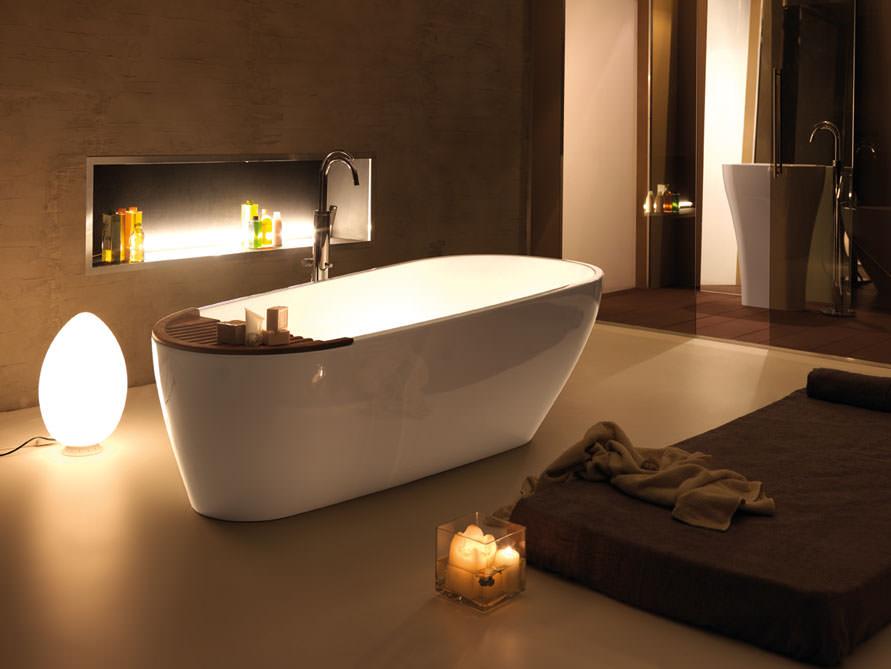 riva freistehende mineralguss badewanne wei gl nzend. Black Bedroom Furniture Sets. Home Design Ideas